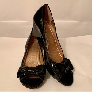 BCBGeneration Low Wedge Pump with Bow Patent Black